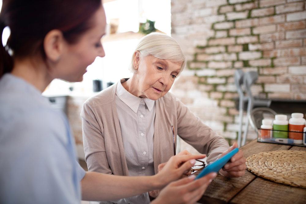Atención sociosanitaria a personas mayores en el domicilio